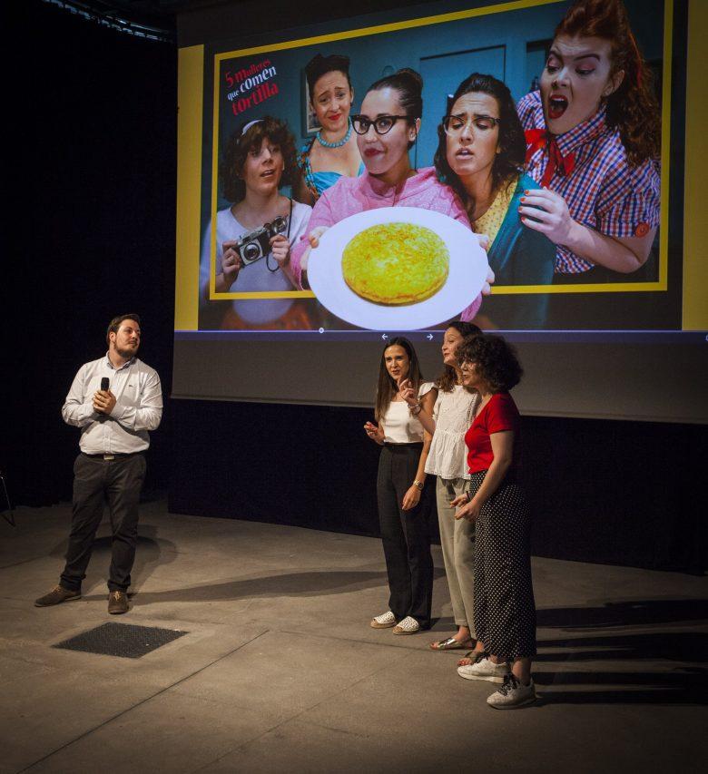 Galicia EscenaPro   Teatro galego   Comedia   Cinco Mulleres Que Comen Tortilla   Señora Supina
